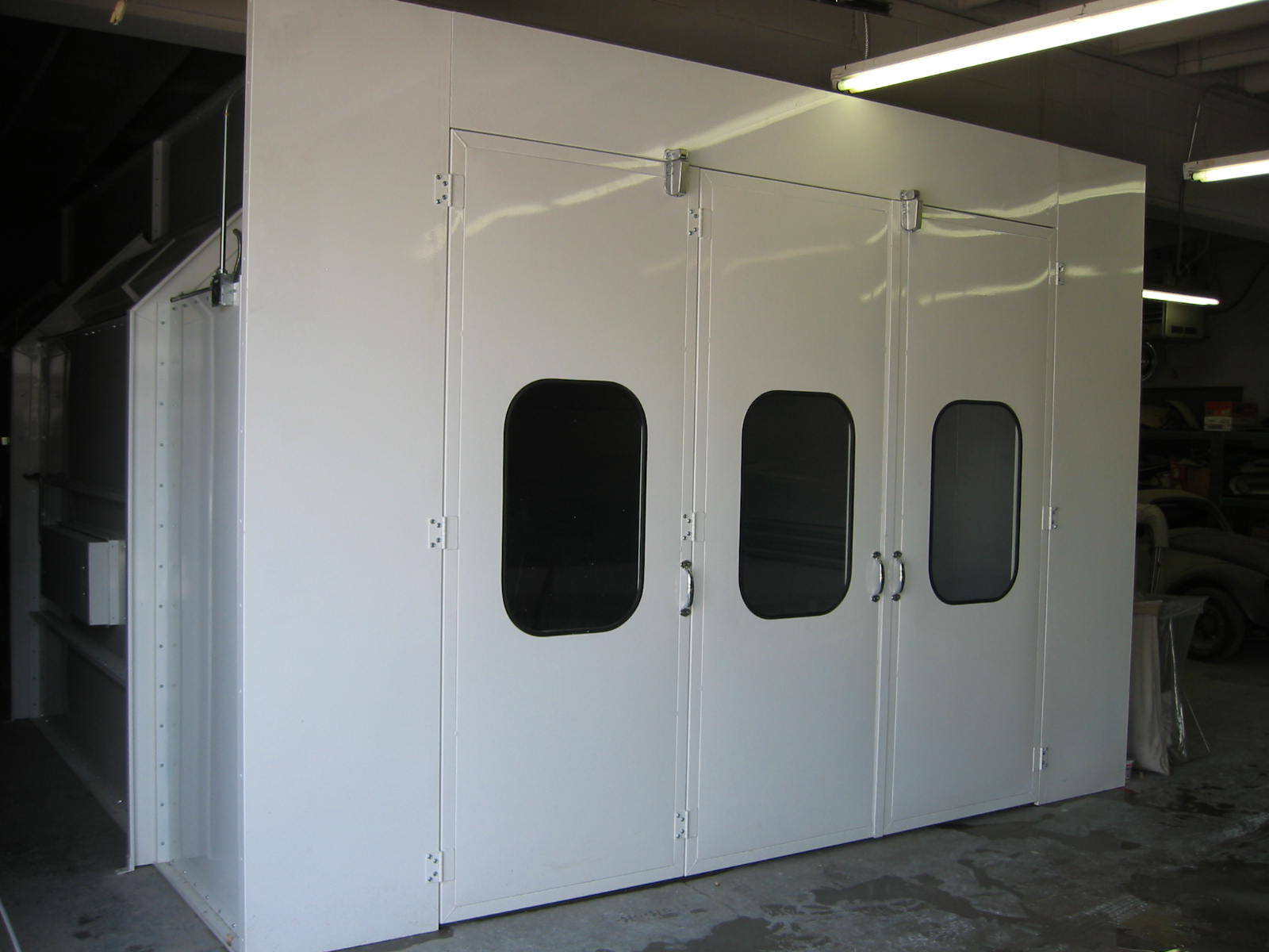 Automotive Downdraft Spray Booth 2