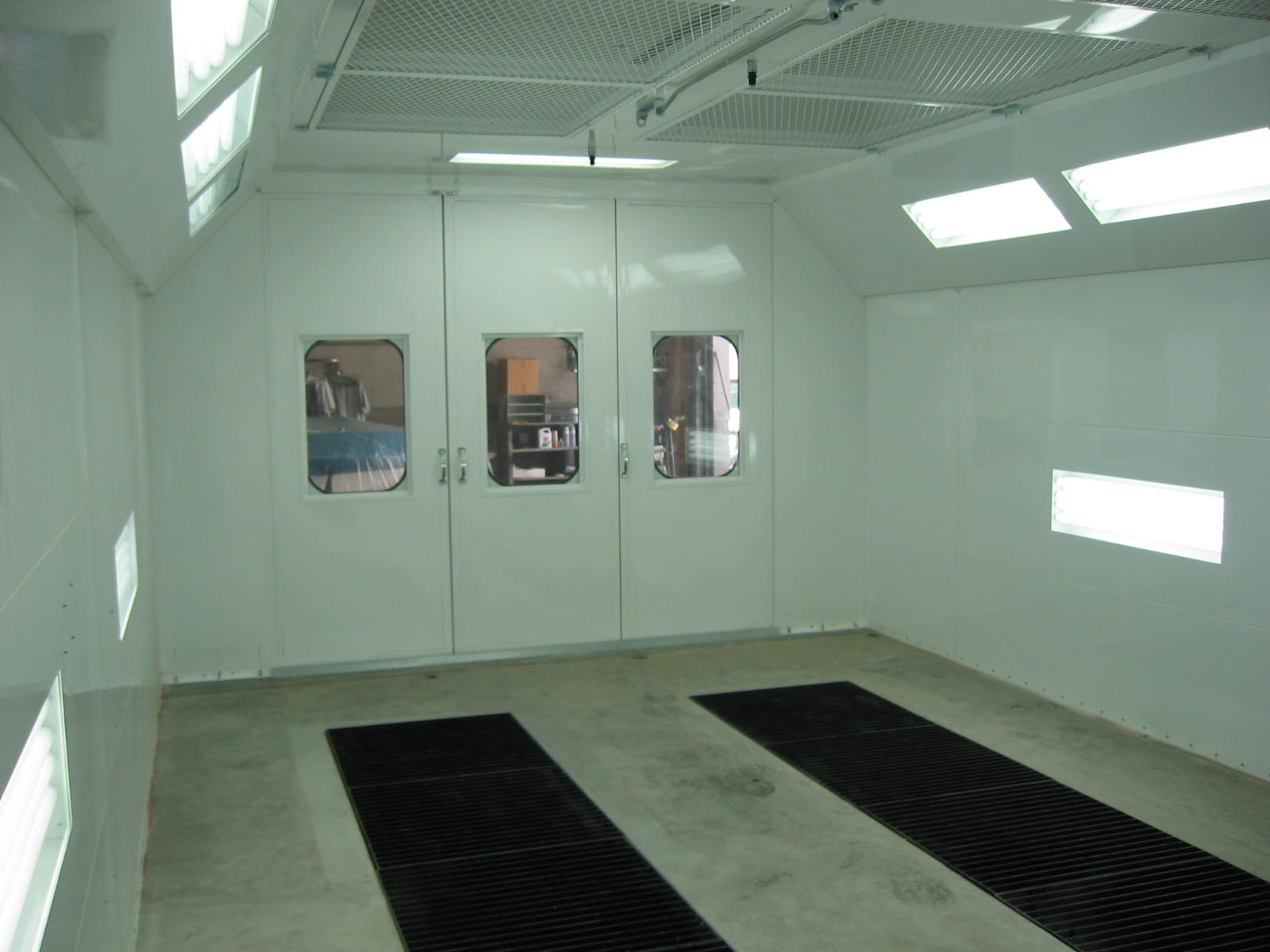 Automotive Downdraft Spray Booth 3