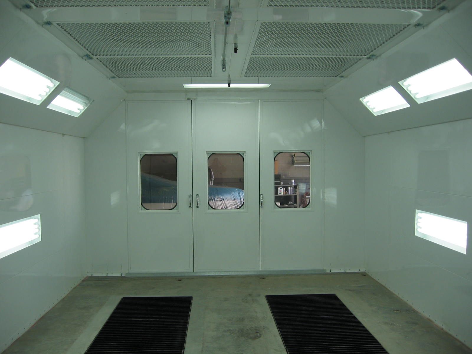 Automotive Downdraft Spray Booth 4