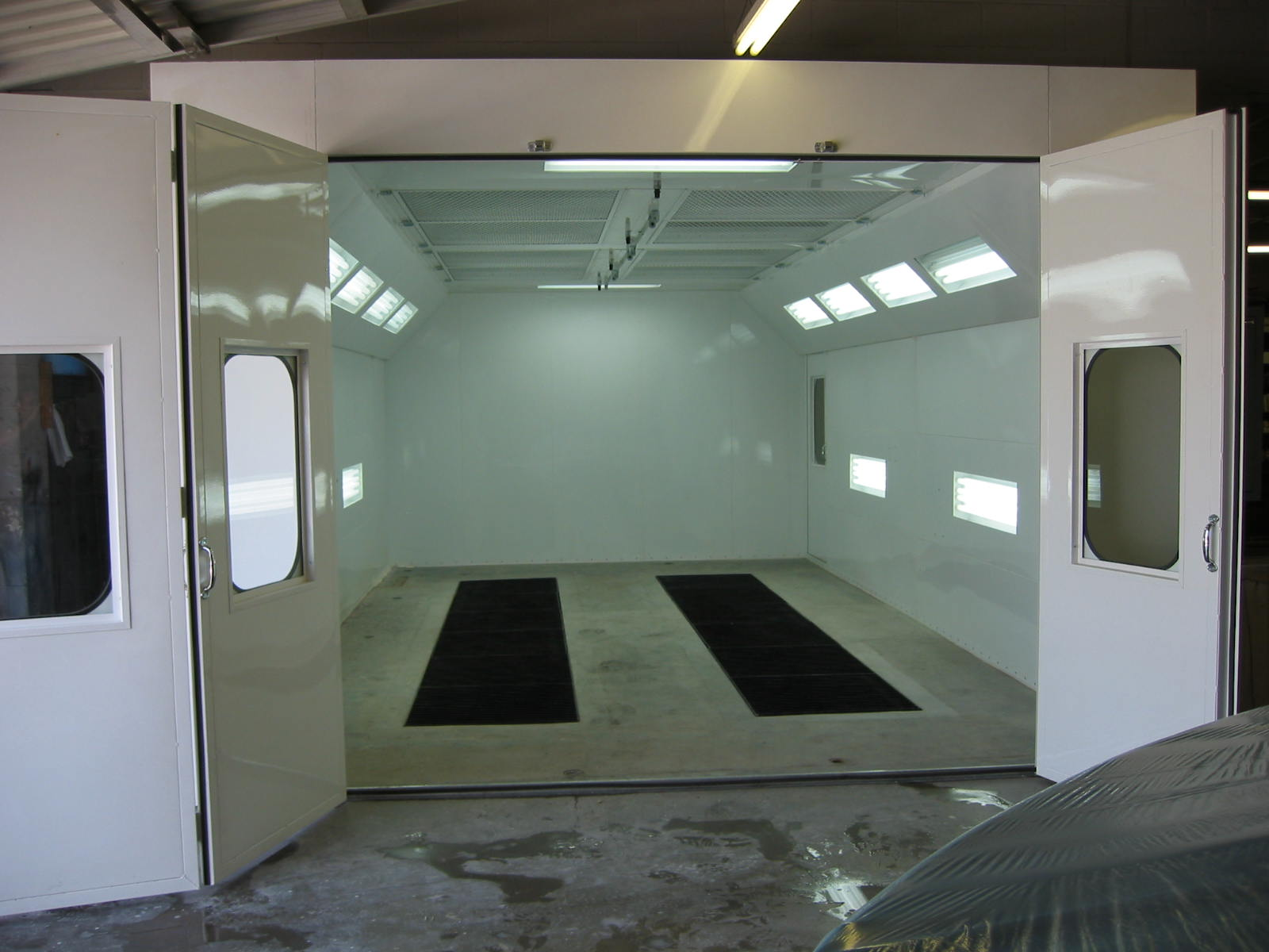 Automotive Downdraft Spray Booth 5
